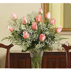 Courier delivery delicate rose bouquet | Ukraine florist and online support.